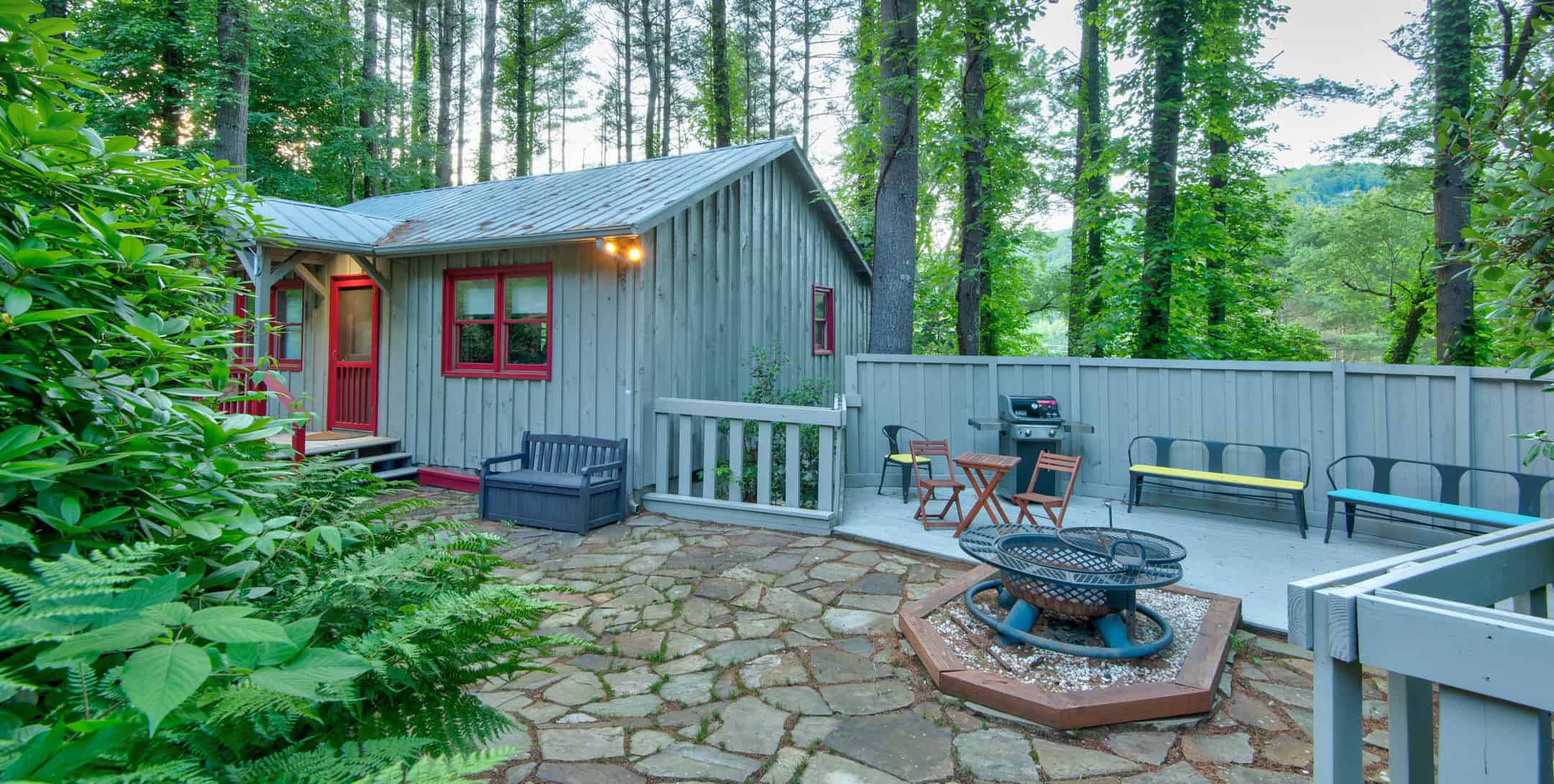 Maple Spring Cabin exterior with firepit and bbq