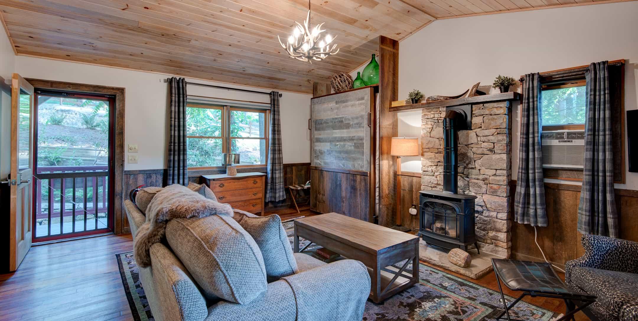 Maple Spring Cabin living room