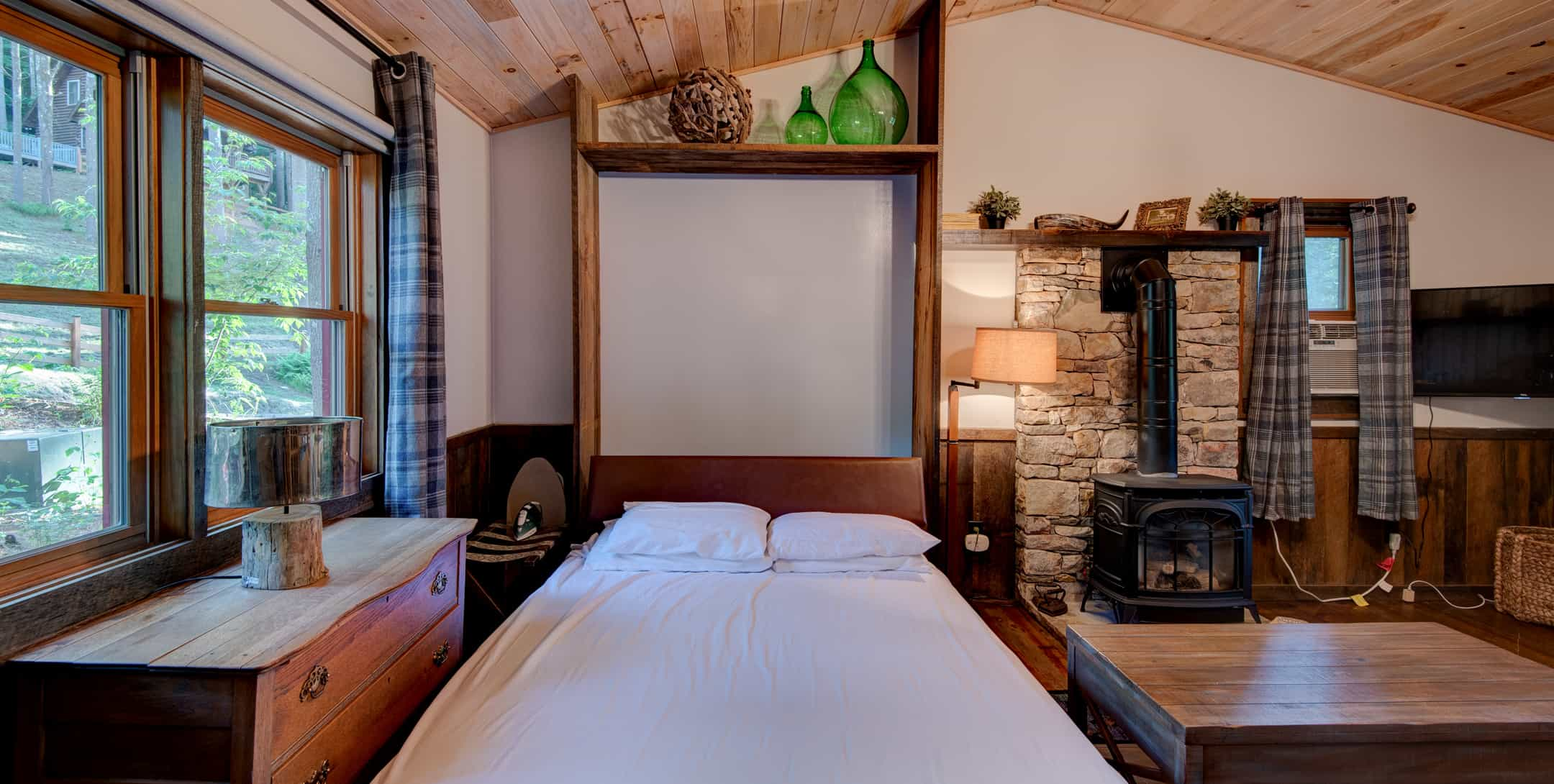 Murphey bed in Maple Spring Cabin