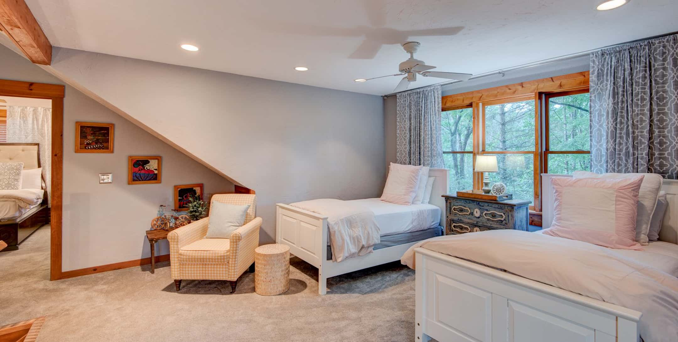 Raspberry Hill room with two beds and carpet floor