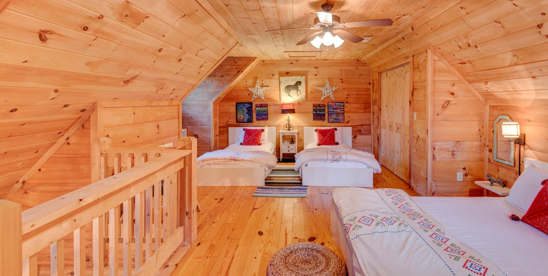 Uncle Earl loft with 3 beds