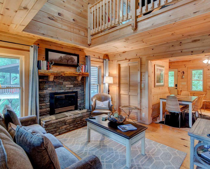 Mam's Refuge Cabin Living Room